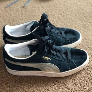 Black and white suede puma sneakers